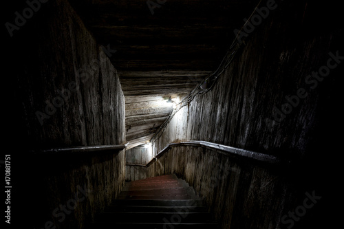 Fotografía  Stairs going into a dark tunnel