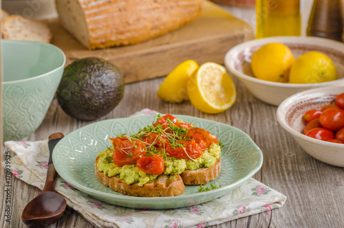 Poster Fleur Avocado spread with tomatoes