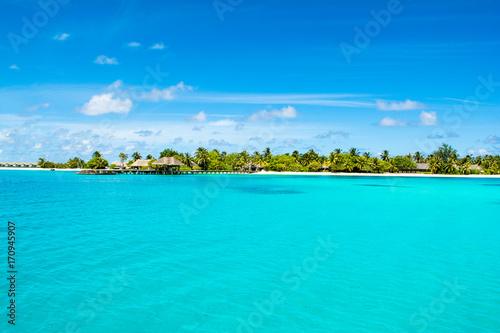 Foto auf Gartenposter Turkis Beautiful sandy beach with sunbeds and umbrellas in Indian ocean, Maldives island