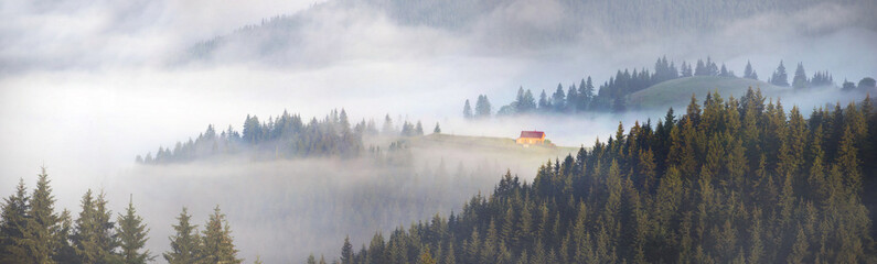 Fototapeta Panorama picturesque house in the fog