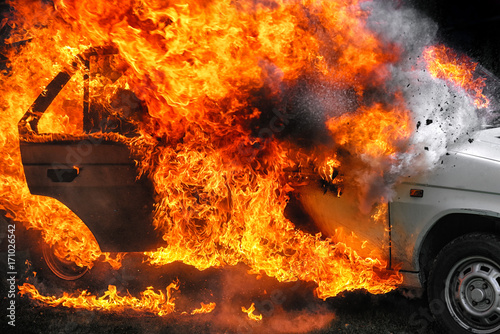 Fotografiet  Burning car after accident
