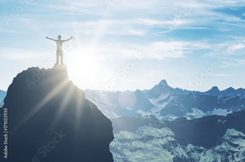Poster Scandinavie Mountaineer on pinnacle embraces morning sun light