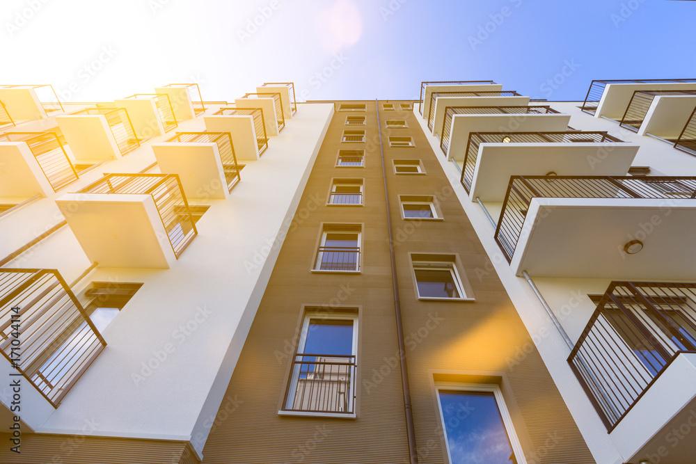 Fototapeta modernes Hochhaus im Gegenlicht