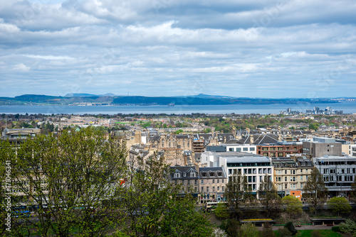 Plakat Widok północnej części Edynburga i rzeki Forth