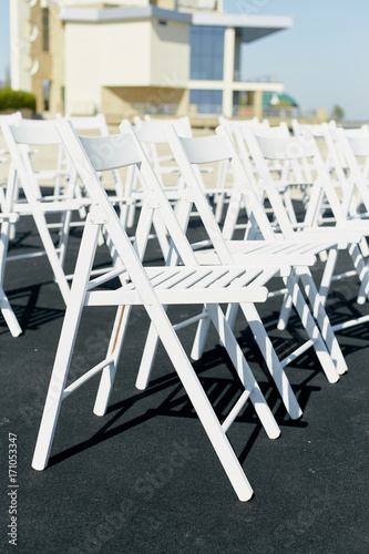 Photo  White chairs on wedding ceremony close up