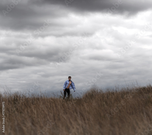 Foto op Canvas Jacht Man who feels free, looking at the horizon