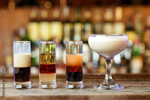 Foto op Plexiglas Bar Different cocktails on the bar