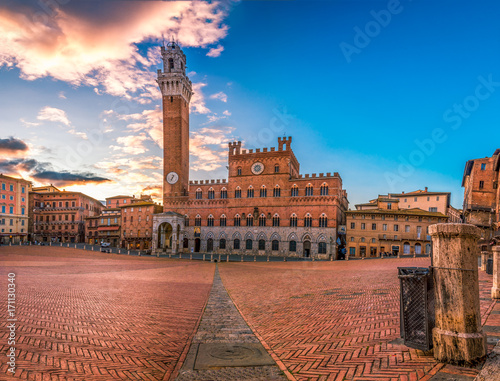 Obraz na plátně Beautiful panoramic photo of Piazza del Campo Europe's greatest medieval squares