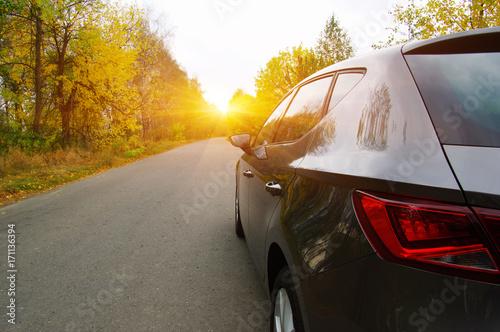 Zdjęcie XXL Samochód na jesieni