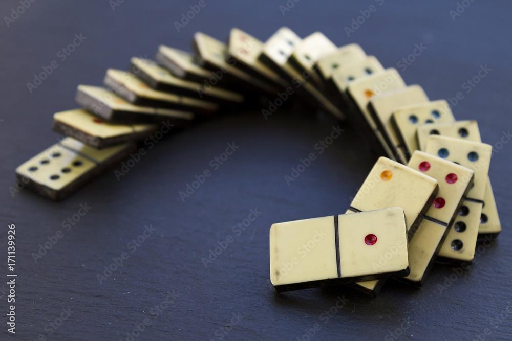 Платно  Old dominoes