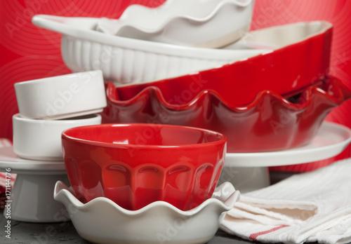 Zdjęcie XXL Ceramiczne pieczenie, przybory kuchenne. Zestaw do piekarni. Potrawka z potrawami z indyka.
