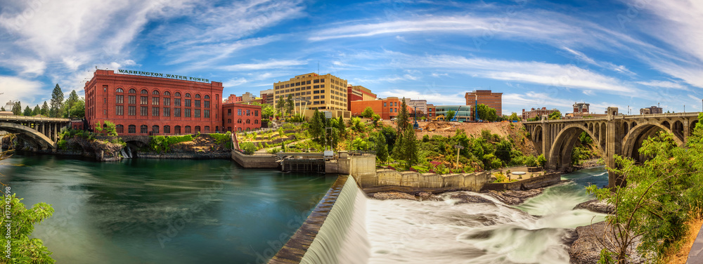 Fototapety, obrazy: Washington Water Power building and the Monroe Street Bridge along the Spokane river