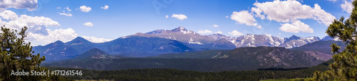 Foto auf AluDibond Gebirge Sunny mountain valley. Travel to the Rocky Mountain National Park. Colorado, United States