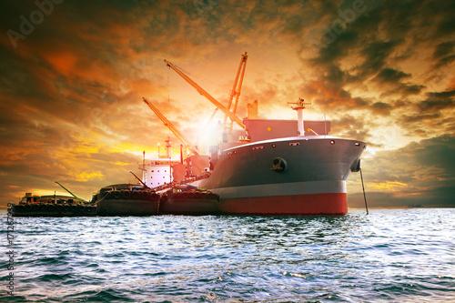 okret-do-duzych-zaladunkow-kontenerowych-dla-przemyslu-logistycznego
