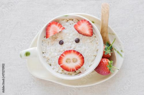 śniadanie owsianka owsiana wieprzowa, sztuka kulinarna dla dzieci