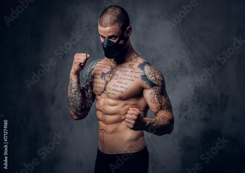 Cuadros en Lienzo Fighter male over grey vignette background.