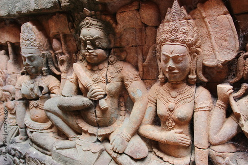 Foto op Plexiglas Xian Khmer art in Angkor complex. A close-up image of a beautiful vintage relief composition on the wall of a temple in Cambodia.