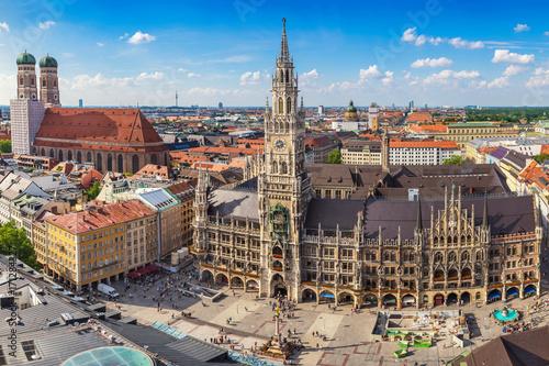 Fototapeta premium Panoramę miasta Monachium w nowym ratuszu Marienplatz, Monachium, Niemcy