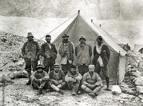 Photo  1924 British Mount Everest expedition, Andrew Irvine and George Mallory last on