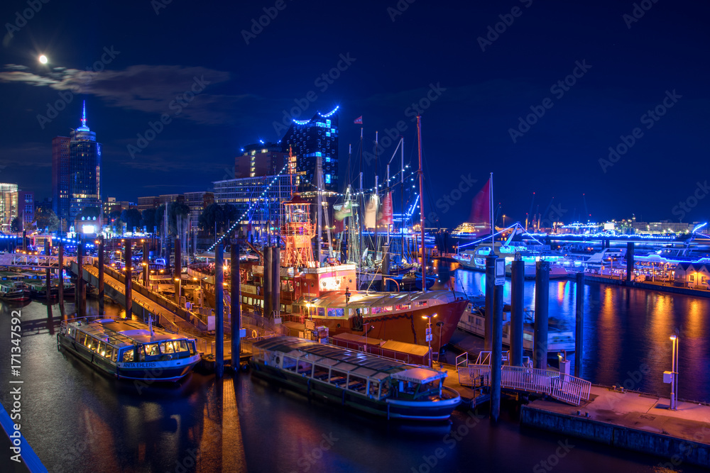 Fototapety, obrazy: Hamburg, Panorama at night. With blue illuminated harbour