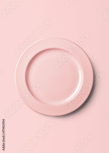 Photo  Empty plate pattern design with clipping path