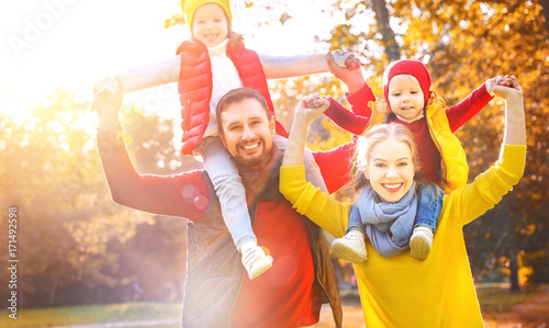 Poster Attraction parc happy family mother, father and children on an autumn walk