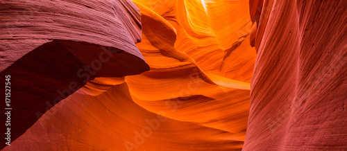 Foto auf Leinwand Violett rot Beautiful abstract red sandstone formations in the Antelope Canyon, Arizona
