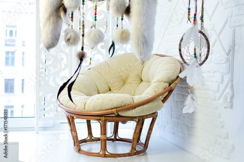 Papiers peints Style Boho Rattan chair and dream catcher.