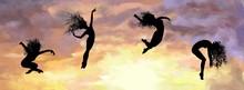 Silhouettes De Danseuses Sur Couché De Soleil