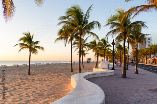 Canvas-taulu Sunrise at Fort Lauderdale Beach and promenade, Florida