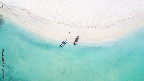 Photo Pristine turquoise waters of Aruba