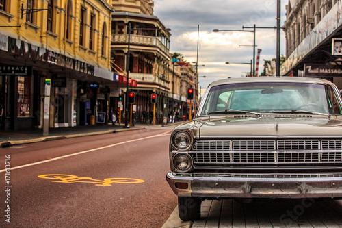 Foto レトロな車と街並み