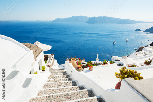 La pose en embrasure Santorini White architecture on Santorini island, Greece