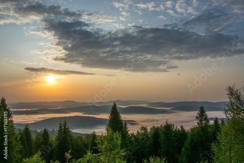 Fototapeta Wschód słońca ,Jaworzyna Krynicka,Beskid Sądecki. obraz