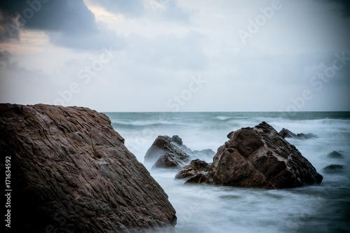 Obraz na plátně Sunset over Rocks at Widemouth Bay, Cornwall