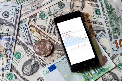 Zdjęcie XXL Dolary, euro, bitcoin i telefon komórkowy. Cocept.
