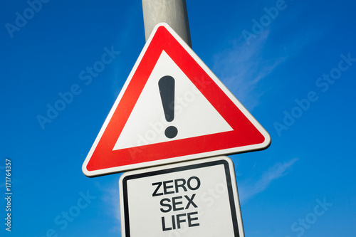 Photo Zero sex life - traffic sign with exclamation mark to alert, warn caution - prob