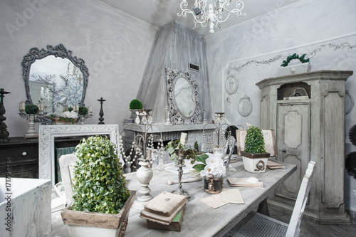 Sala Da Pranzo Shabby : Sala da pranzo shabby style buy this stock photo and explore