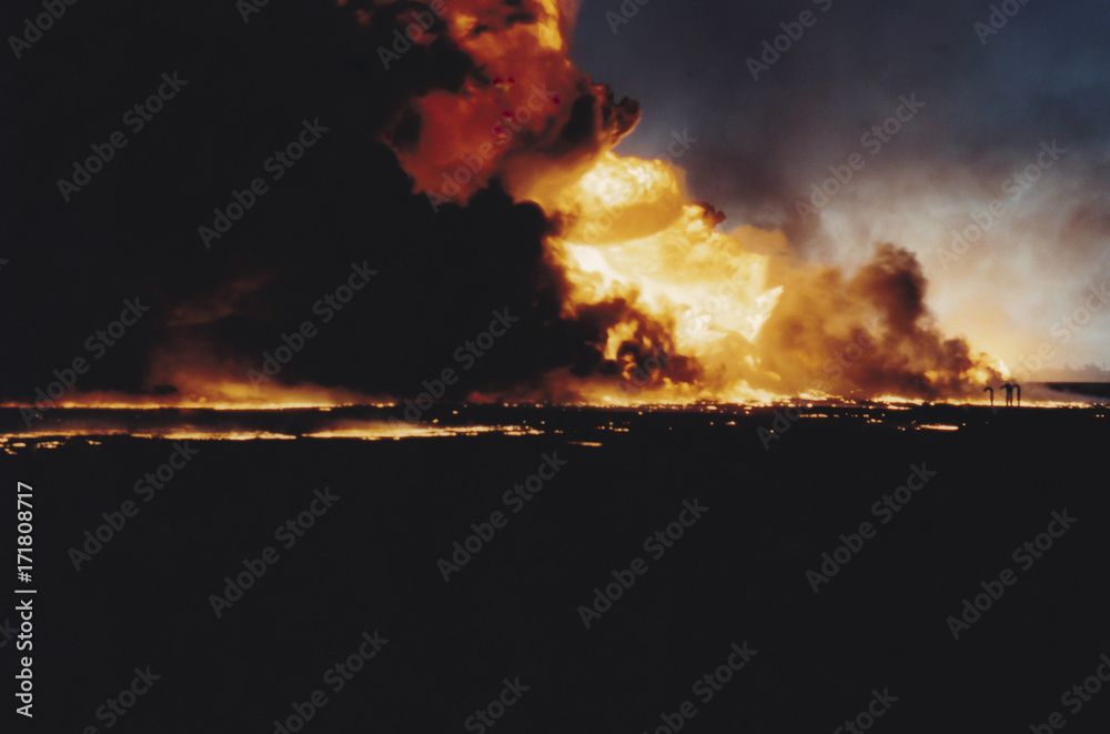 Fényképezés Massive oil well fire in field with oil slick, Kuwait