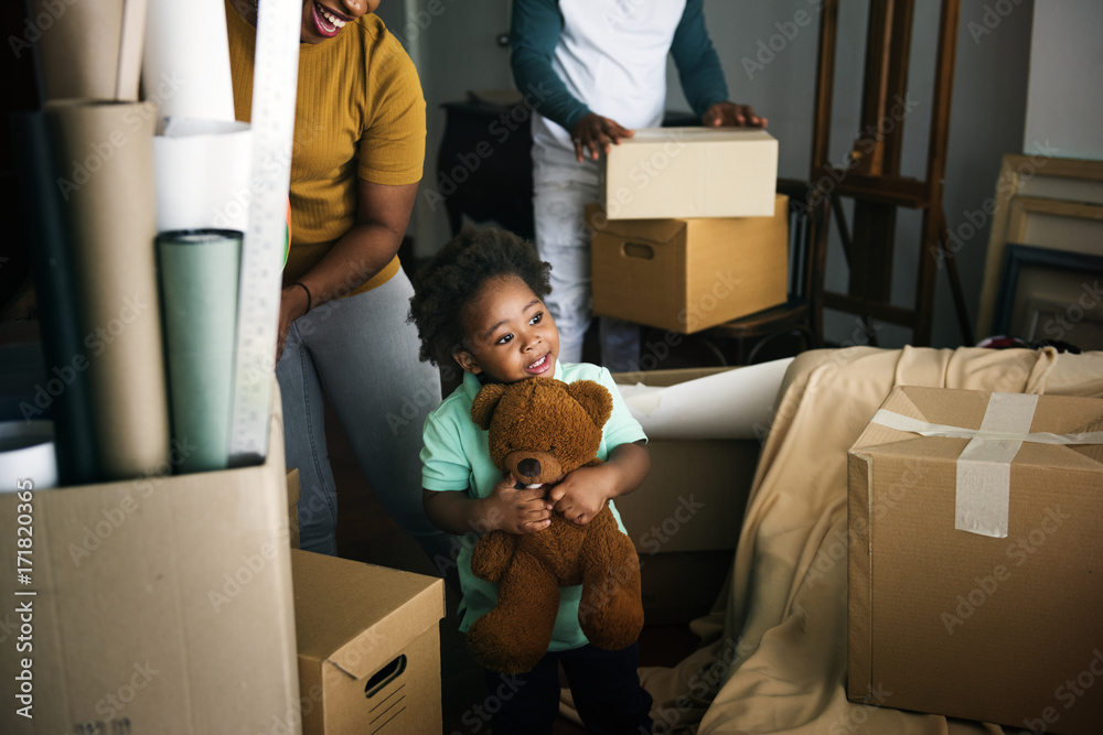 Fototapety, obrazy: Black family moving in to their new house