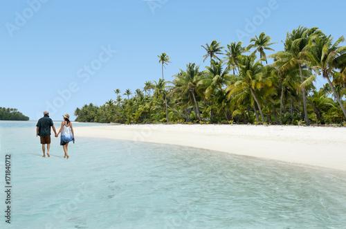 Printed kitchen splashbacks Light blue Couple Walk on Aitutaki Lagoon Cook Islands