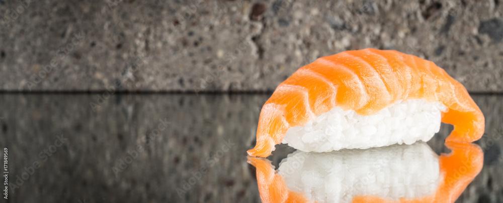 Fotografía  Nigiri sushi with salmon