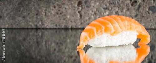 Cuadros en Lienzo  Nigiri sushi with salmon