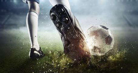 Moment bramkowy piłki nożnej. Różne środki przekazu