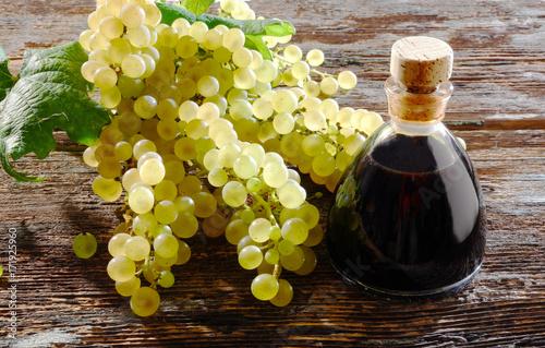 Aceto Balsamico e uva bianca