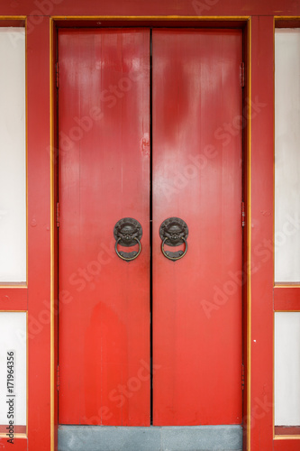 Photo  chinese door of  Buddha Tooth Relic Temple, Singapore