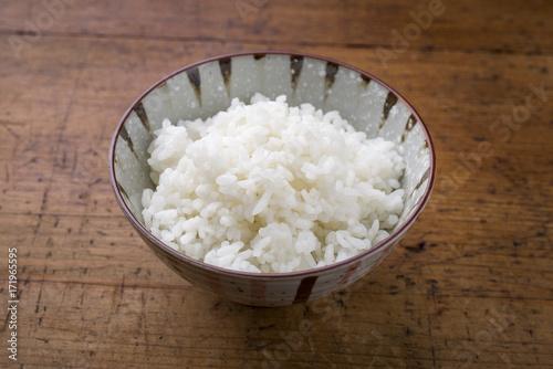 Photo  Traditional Japanese koshihikari rice as close-up in a bowl