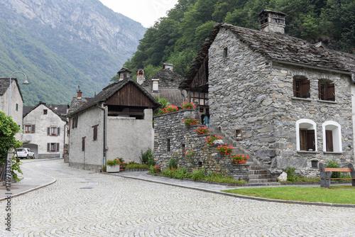 Fotografia, Obraz  The village of Bignasco on Magga valley