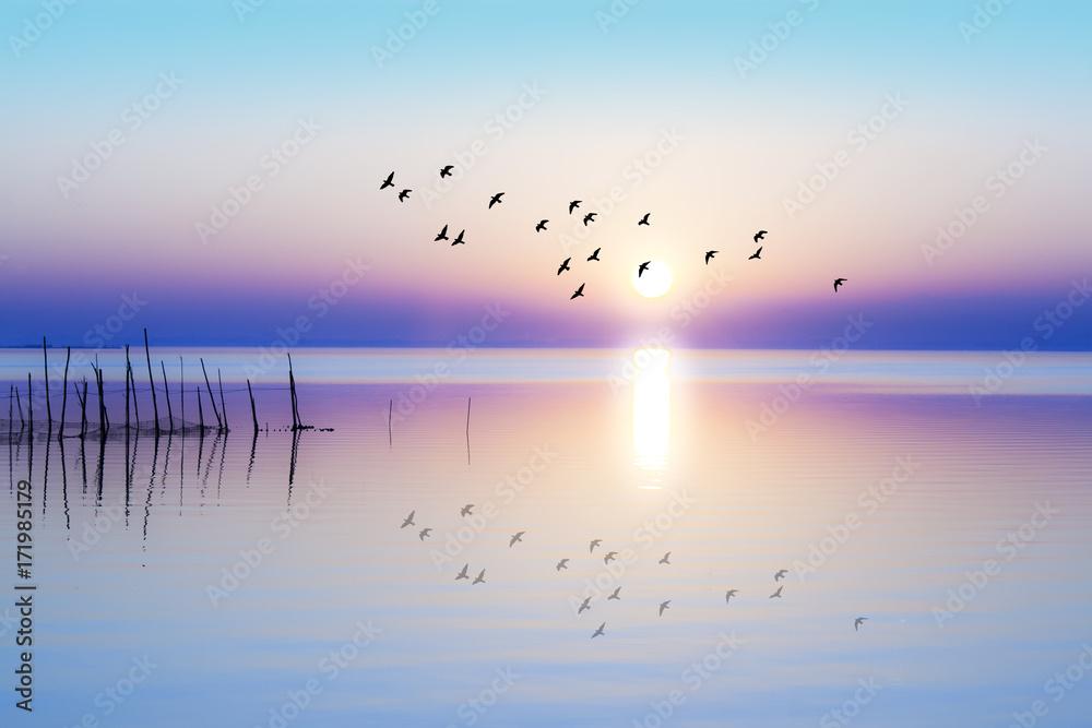 Fototapeta amanecer sobre el mar en calma