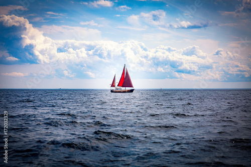 Poster Zeilen Sailing with red old boat